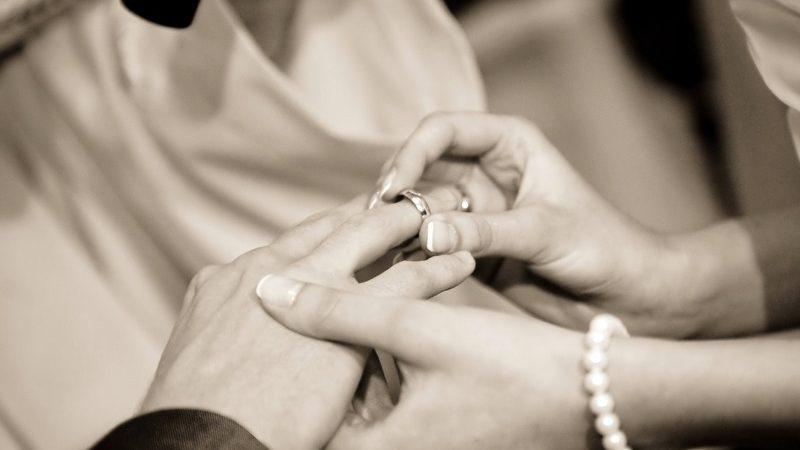 Ucapan anniversary yang romantis dan indah